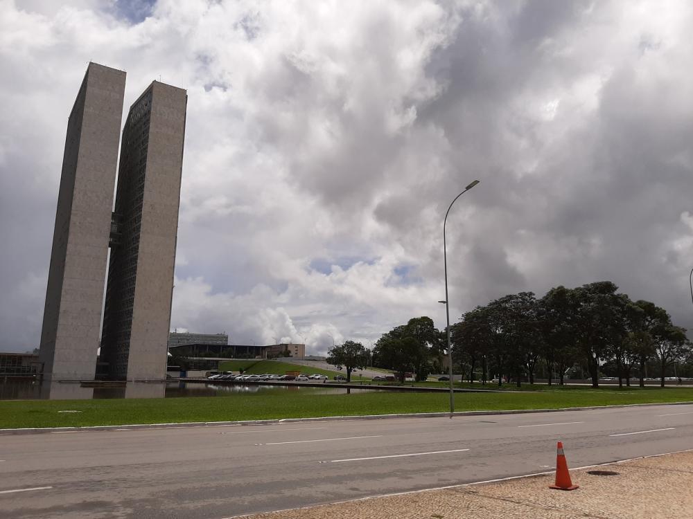 26 de Março - Vias de acesso ao Congresso Nacional são vistas sem fluxo de carros após restrições devido ao coronavírus. Foto: G1/Carolina Cruz