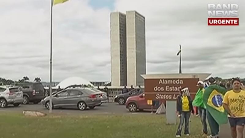 Brasília tem carreata em apoio a Bolsonaro